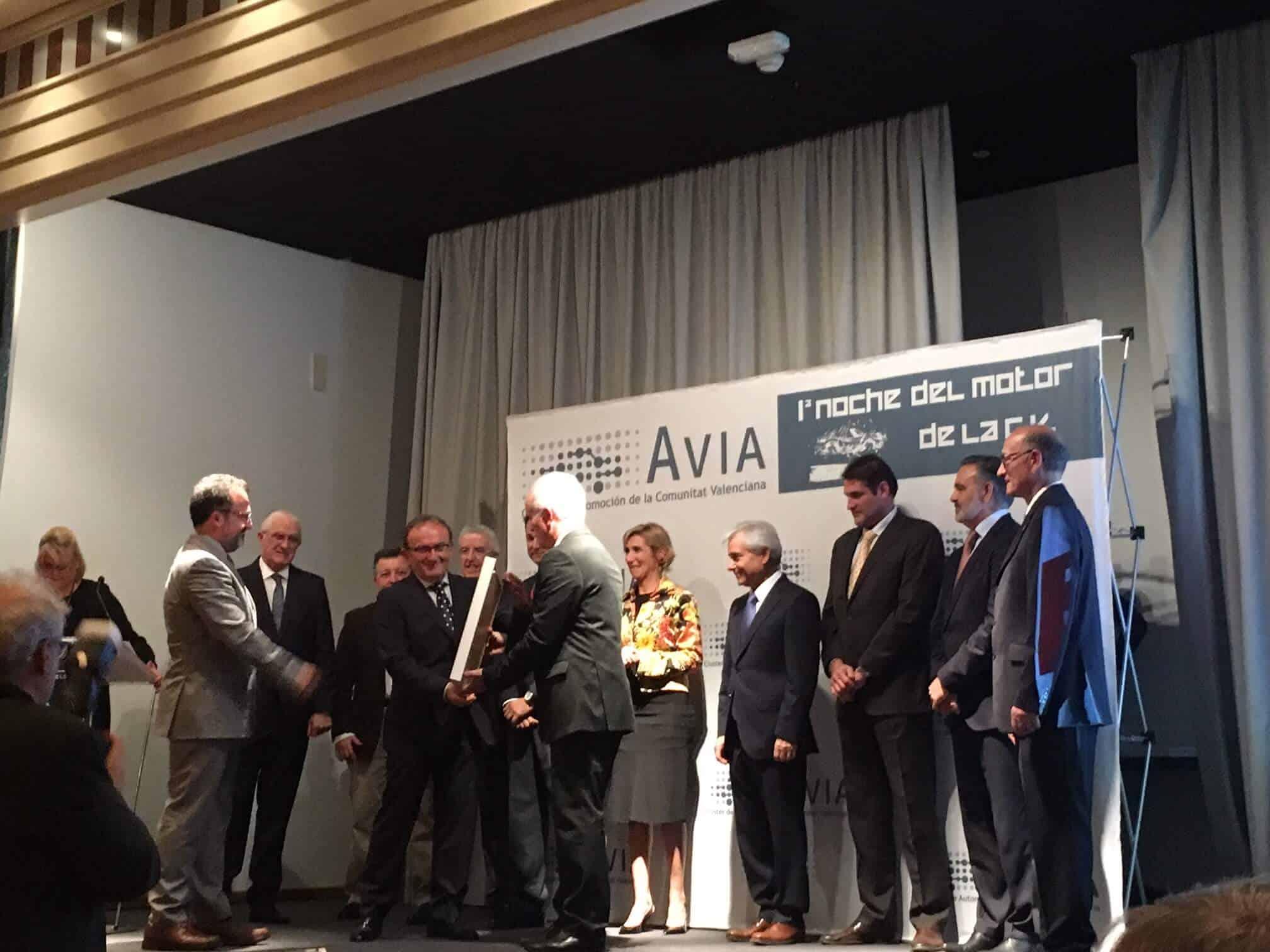 CLR's President Vicente Martín receives the award.